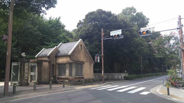 左手側には旧新宿門前が見えます。